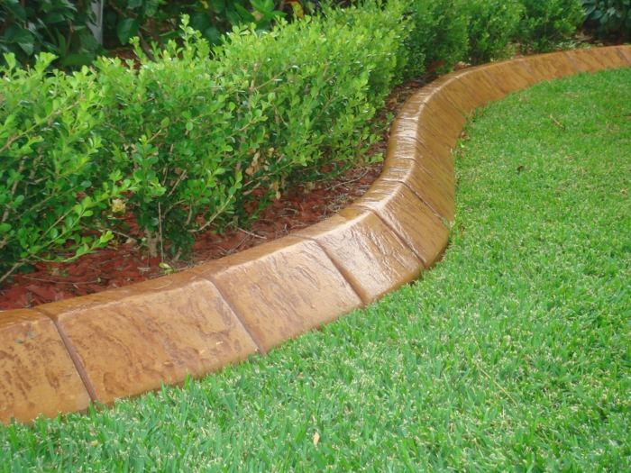 bordure de jardin bricomarché, gazon, buissons, déco jardin minimaliste, design de jardin vert