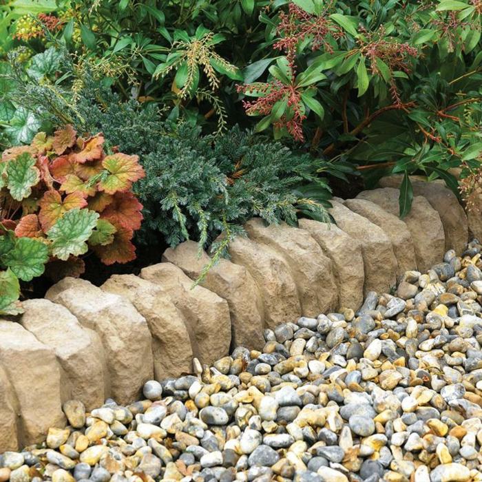 bordure de pierres, galet pour allée, plants tapissantes, jardin paysager, arbustes