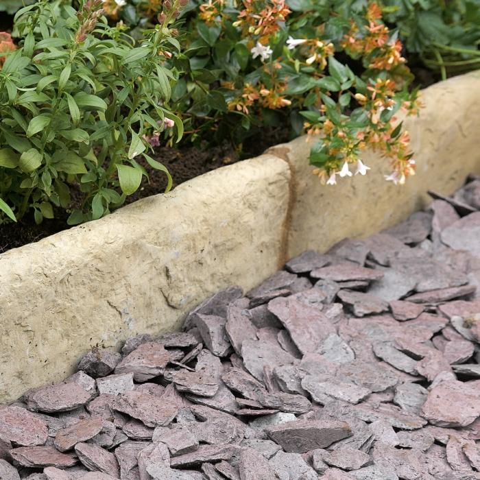 bordure pour aménagement de jardin, paillis de jardin, parterre de fleurs, bordure beton