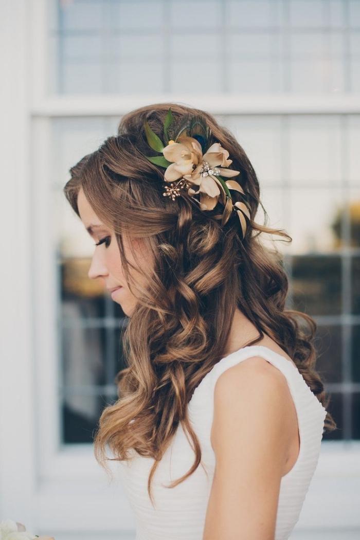 comment porter ses cheveux lâchés pour mariage, modèle de coiffure simple et rapide aux cheveux lâchés et bouclés
