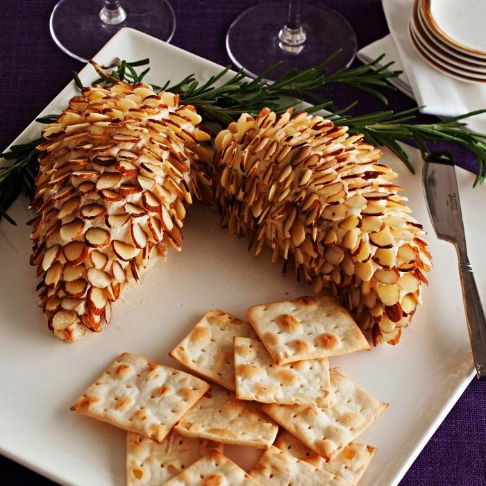 boule au fromage et amandes façon pomme de pin servie en apero dinatoire noel, recette facile pour un apéro dînatoire de fête