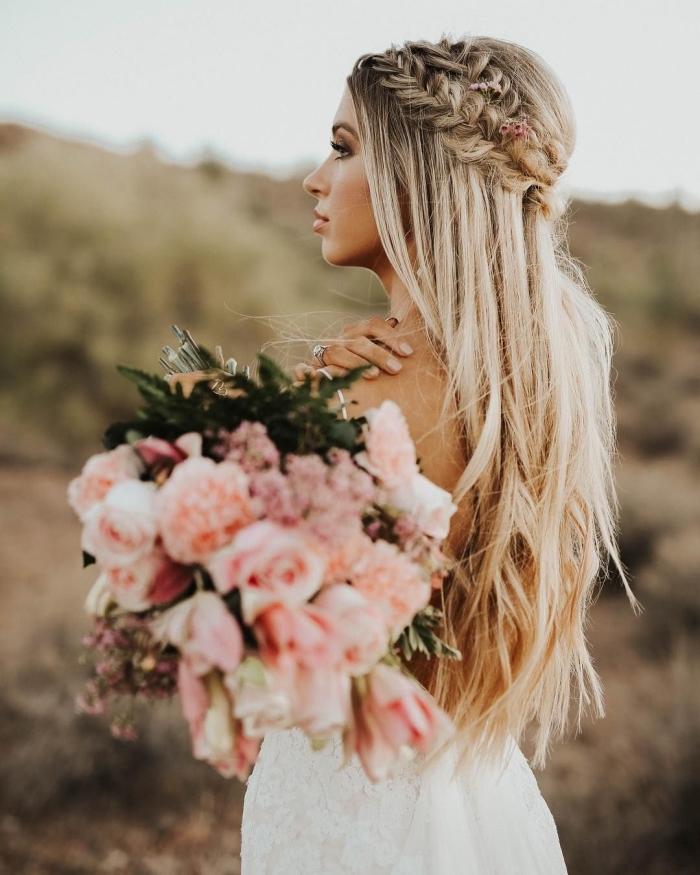 idée coiffure tresse mariage, modèle de coiffure pour mariage bohème chic aux cheveux longs et raids lâchés