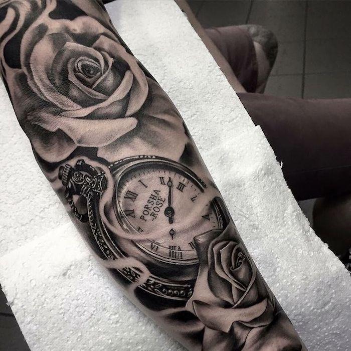 rose et boussole tatoués, idée de dessin graphique tatouage à valeur symbolique