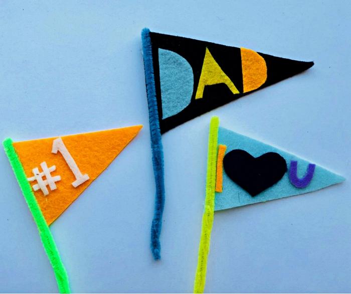 idée de bricolage fête des pères à l'école maternelle, fabriquer des petits drapeaux en feutre et en cure-pipe pour souhaiter bonne fête des pères