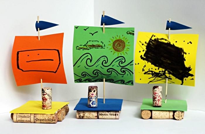 petits bateaux faits-mains avec bouchons de liège et des voiles en papier, idée de cadeau fête des pères à fabriquer 2 ans
