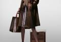Gigi Hadid joue la fille, la dame, le garçon et le gentleman pour le lancement de la collection Monogram de Burberry