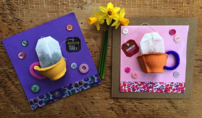 carte fête des mères pour les tout petits, une carte faite-maison avec tasse à thé en 3d fabriquée à partir d'une boîte d'oeufs récup