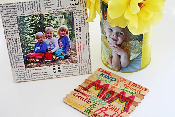 trois idées de bricolage fête des mères pour tout petit, un vase personnalisé avec photo, un dessous de verre personnalisé en bâtonnets de bois et un cadre photo fait-maison