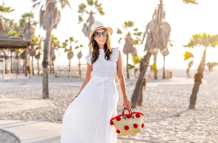 exemple de robe champetre pour cérémonie mariage sur plage, quels accessoires pour une robe longue et blanche