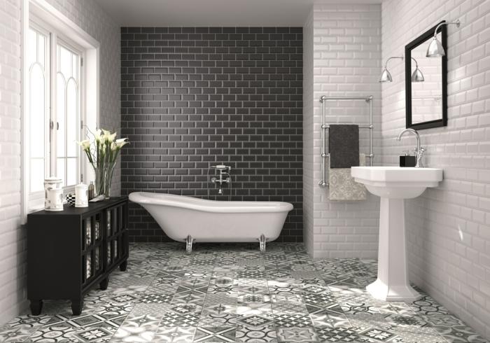 carrelage métro noir, sol carreaux de ciment, lavabo sur pied, miroir rectangulaire encadré, meuble noir, carreaux métro blanc mat
