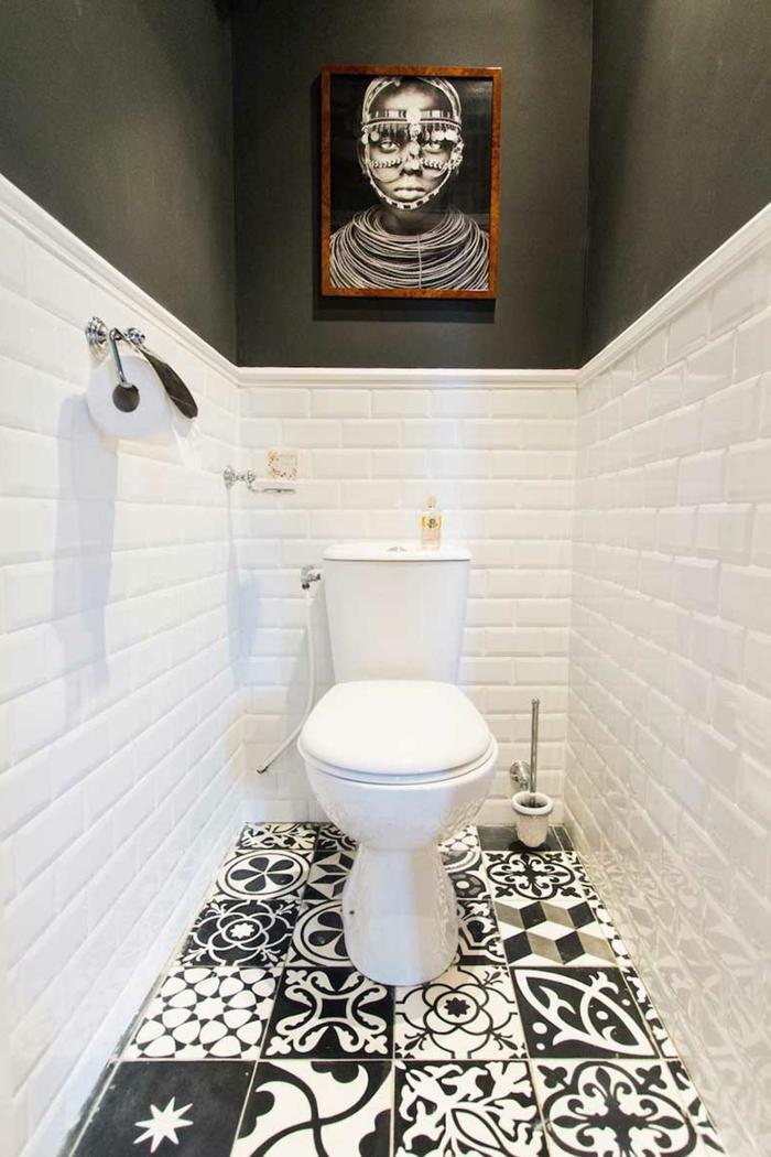 carreaux metro blanc mat, peinture murale noire, sol carreaux de ciment, portrait encadré