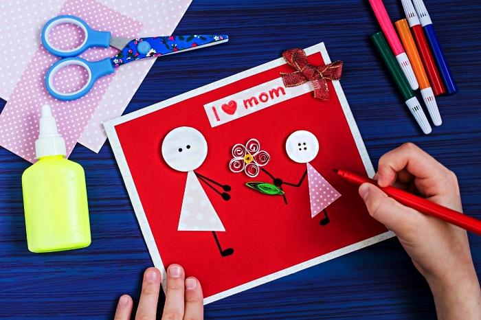 idée cadeau anniversaire maman à faire avec les enfants de l'école maternelle, une carte scrapbooking personnalisée mère et fille avec petite fleur quilling