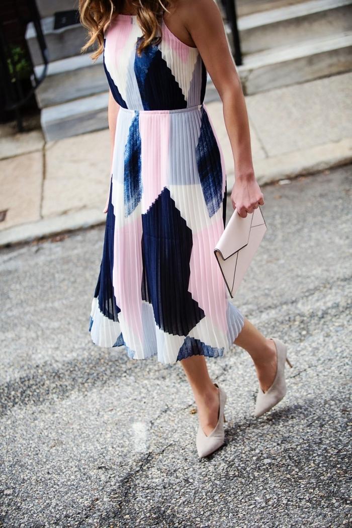 quels motifs tendance pour vêtements été 2019, modèle de robe longue fluide à design tie and dye en rose et bleu