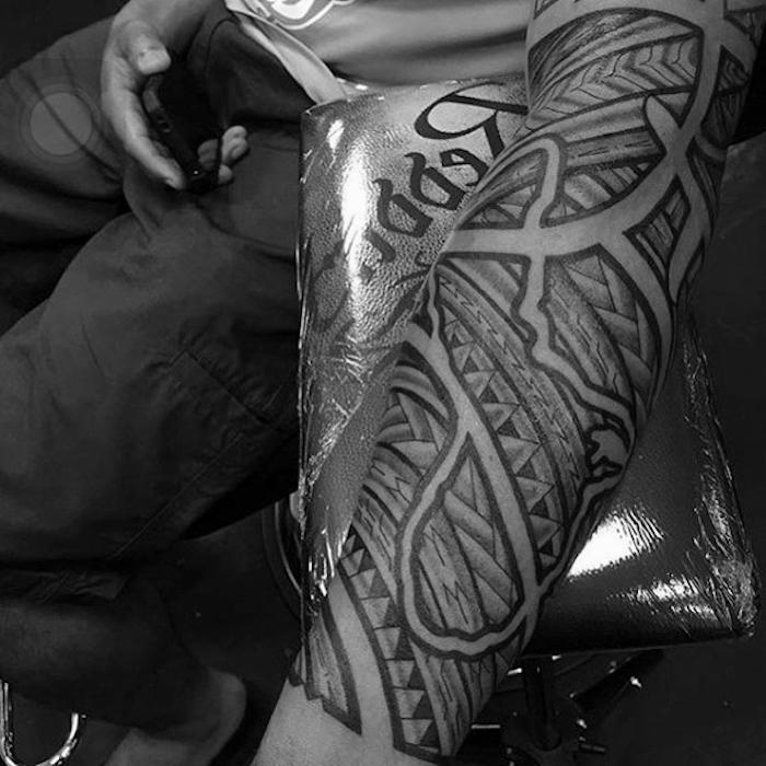 idee de dédale, labyrinthe de chemins, branches, épines, symbole chemin epineux, modele tatouage de bras