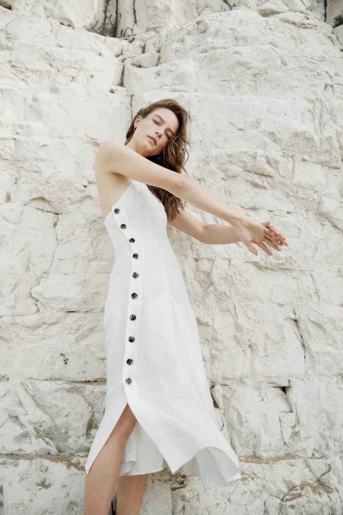 exemple de robe boheme longue blanche avec boutons, idée robe matière douce et légère pour l'été 2019 style bohème