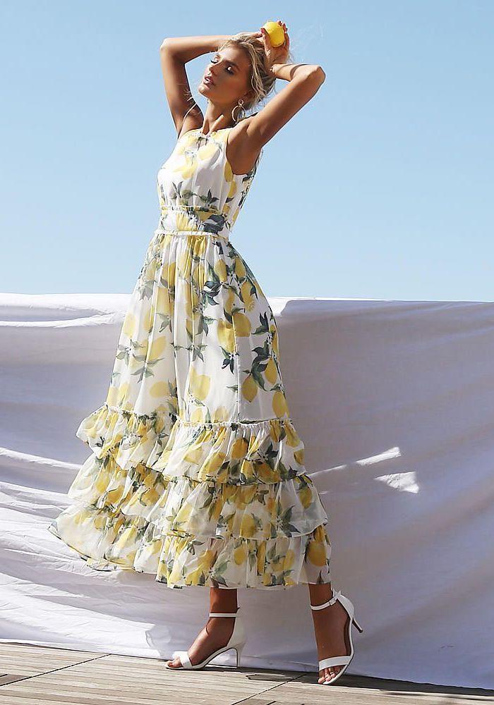 Sandales à talon blanches, robe hippie, robe longue bohème, robe ete 2019, idée comment s'habiller, robe à citrons adorable