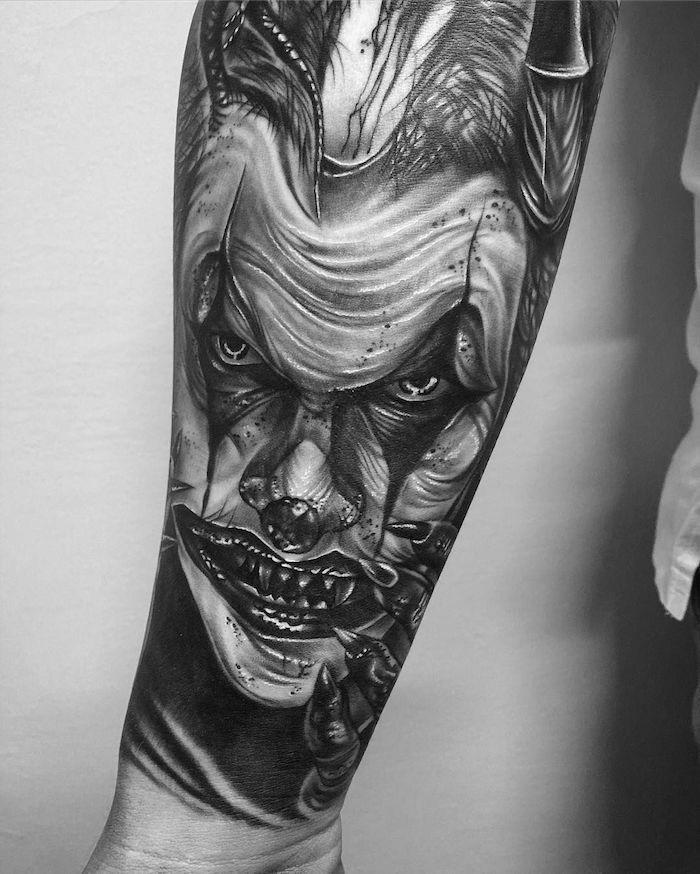clown macabre mechan, le jocker tatouage homme original de figure visage homme