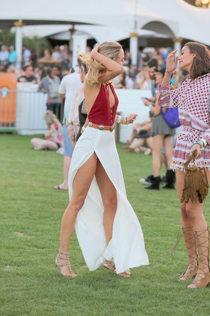Coachella tenue, deux amies, robe longue et robe courte style boho chic, robe longue d'été, robe longue bohème, photo femme tenue de plage