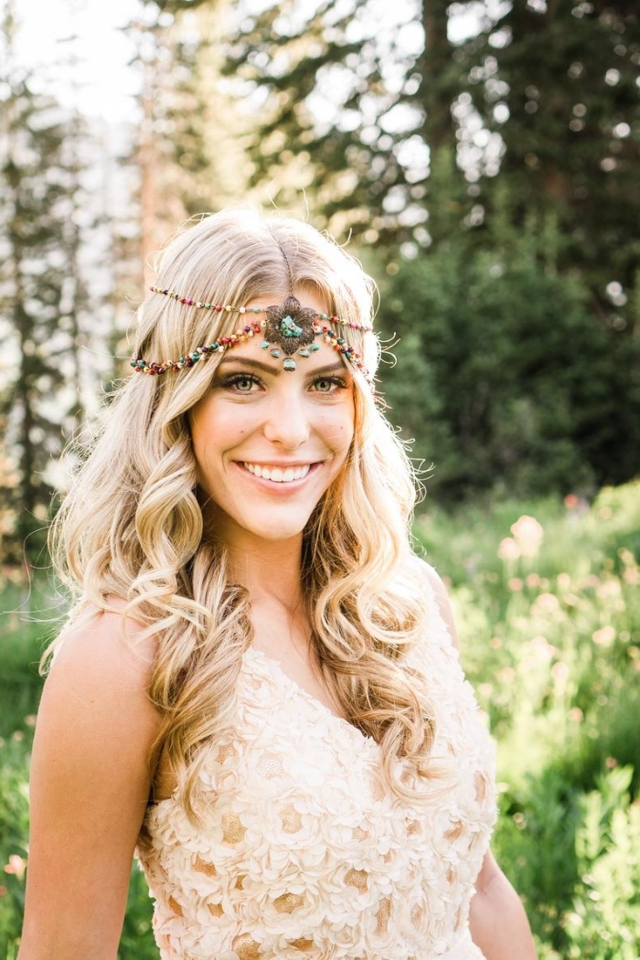 comment porter ses cheveux mariage lâchés ou attachés, idée coiffure simple et rapide pour mariée bohème