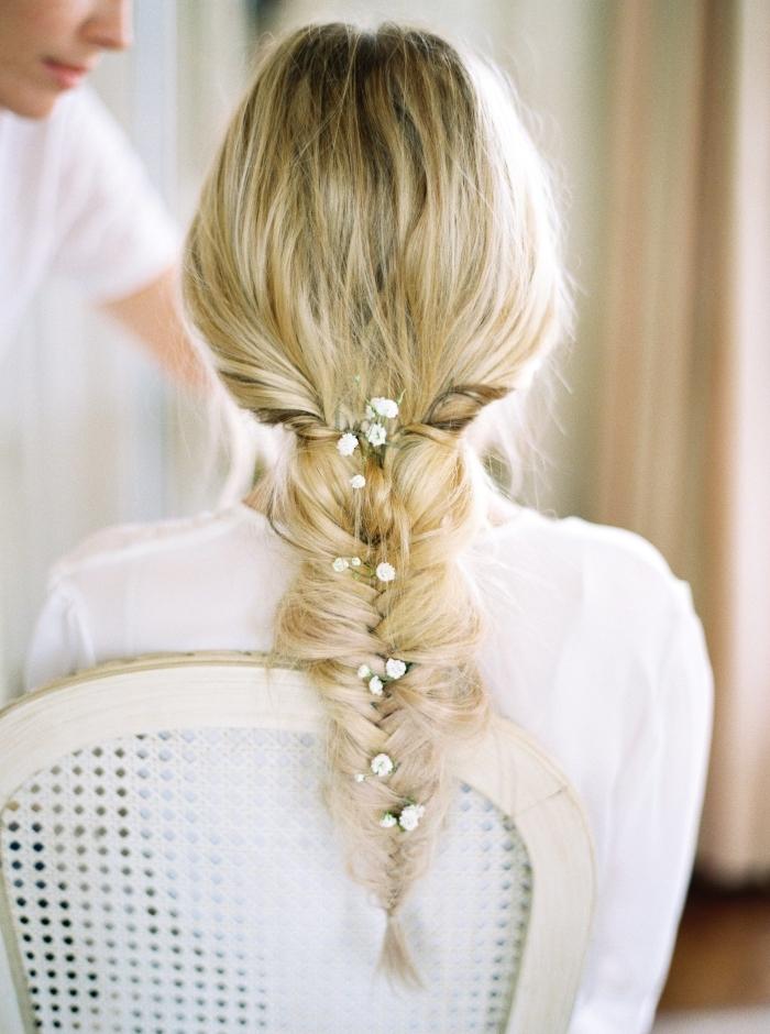 coiffure tresse mariage, quelle coiffure pour cheveux longs mariée, modèle de coiffure cheveux attachés en tresse,
