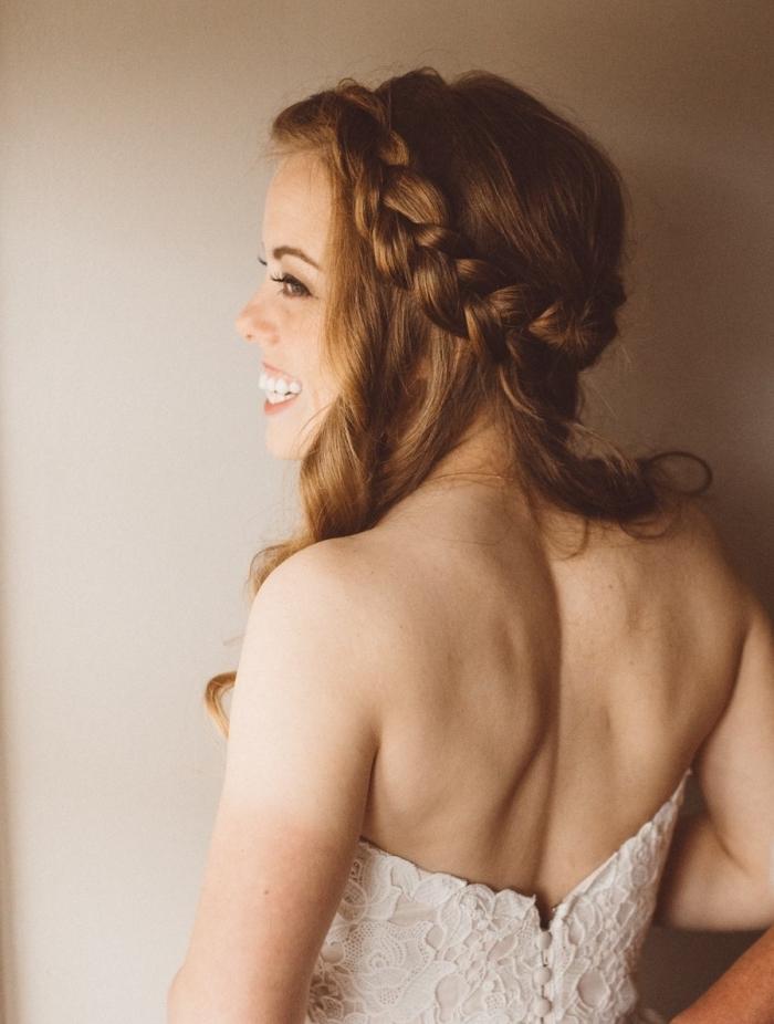idée coiffure tresse mariage, quelle coiffure cheveux mi-attachés avec tresse, exemple coiffure simple de style bohème