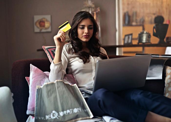 astuces pour acheter des produits à prix réduits sur internet, comment trouver des bons plans et codes de réductions e-commerce