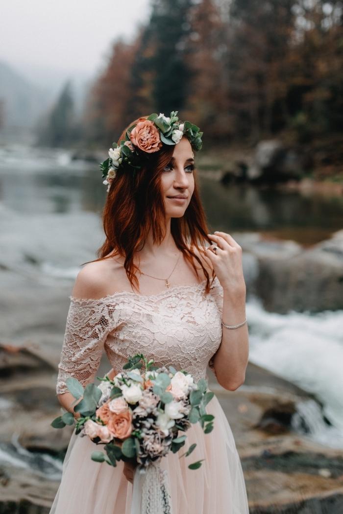 idée coiffure de style bohème chic pour mariage, modèle coiffure facile a faire aux cheveux lâchés avec couronne florale