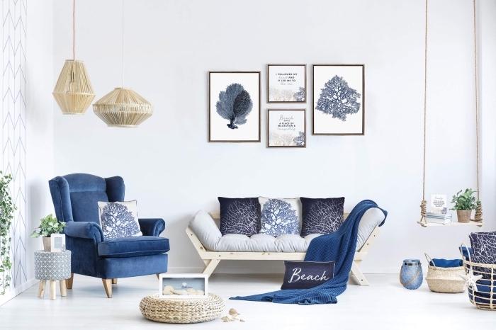 quels objets choisir pour créer une décoration marine dans le salon blanc, idée comment assortir la couleur bleu marine