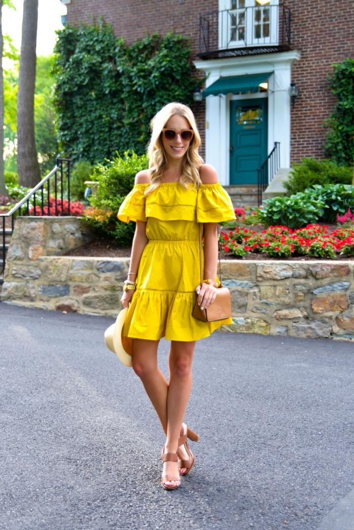 quelles couleurs pour l'été 2019, modèle de robe courte à col bateau avec volants, exemple comment assortir les couleurs