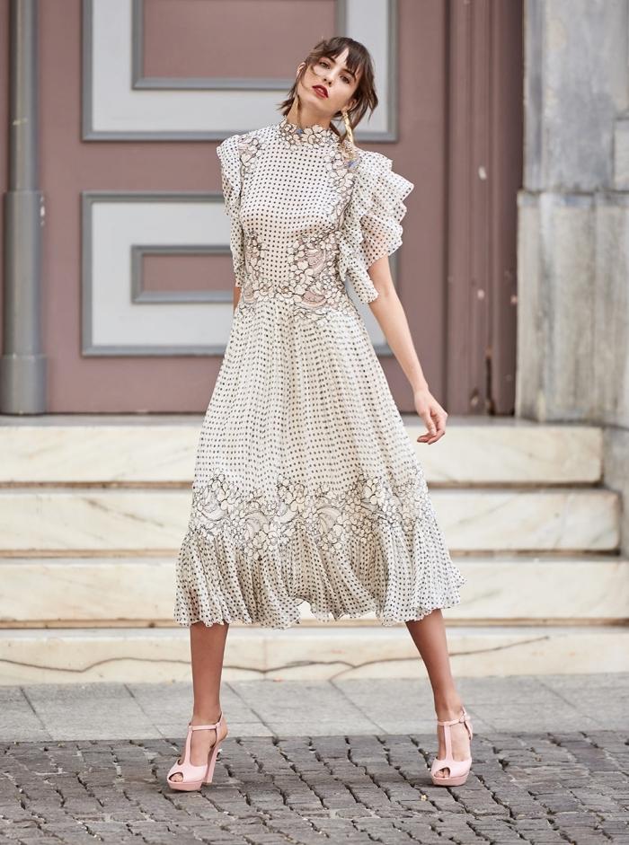 idée robe de soirée chic et glamour de style rétro avec manches volants et jupe fluide, motifs polka dots robe été