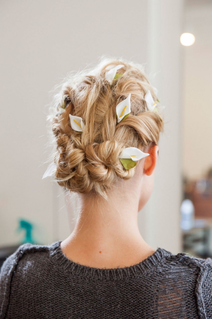 chignon mariage, modèle coiffure cheveux longs en chignon tressé, exemple de coiffure mariage cheveux en chignon bas