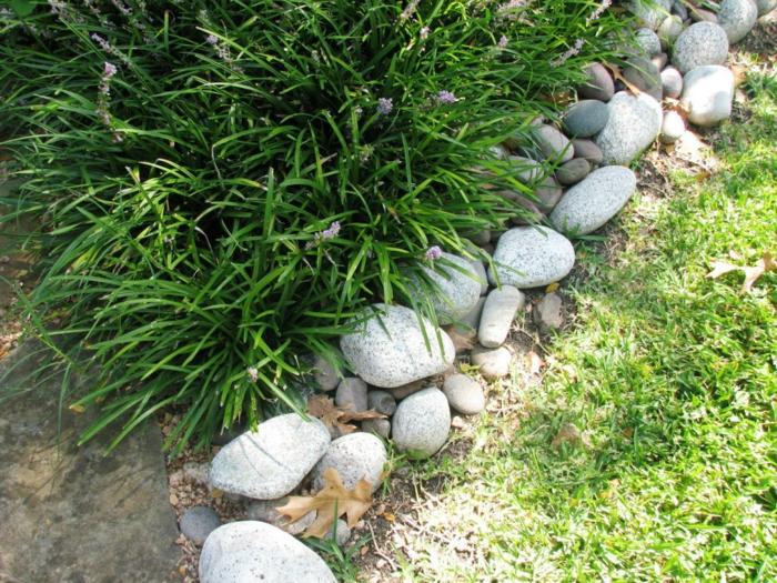 comment créer une bordure pour jardin pas cher et naturel, bordure en pierre, gazon