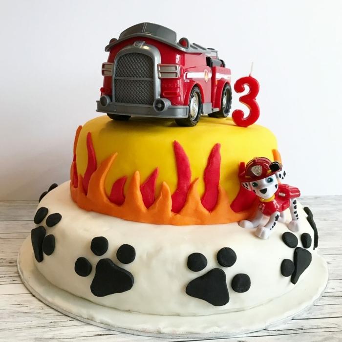 déco gateau pat patrouille, pattes noires, incendie, chien pompier, gâteau joliment décoré