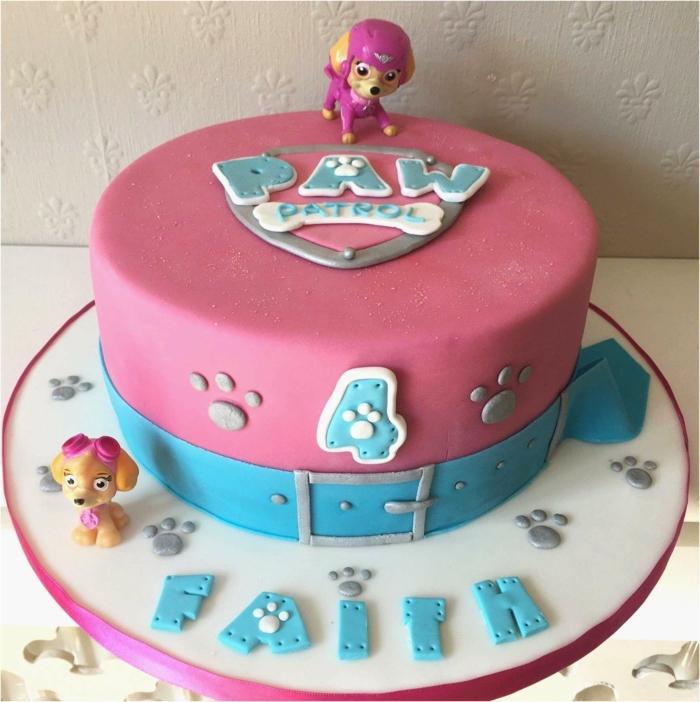 gateau enfant en rose et bleu, deux figurines chiens, symboles de pat patrouille, gateau anniversaire fille