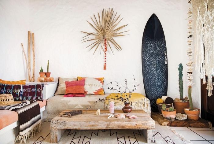 design intérieur style bohème avec accessoires de plage, idée déco bois flotté avec objets diy, idée plantes succulentes ou cactus