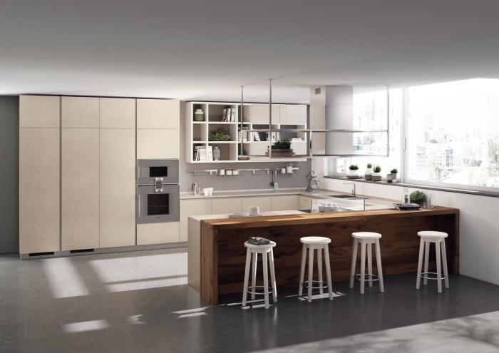 quelles couleurs pour une cuisine spacieuse, exemple implantation cuisine en forme de U avec îlot, meuble haut cuisine avec rangement ouvert