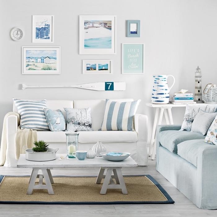 quelles couleur dans un intérieur de style marin, exemple de salon blanc avec objets marins en blanc et bleu pastel