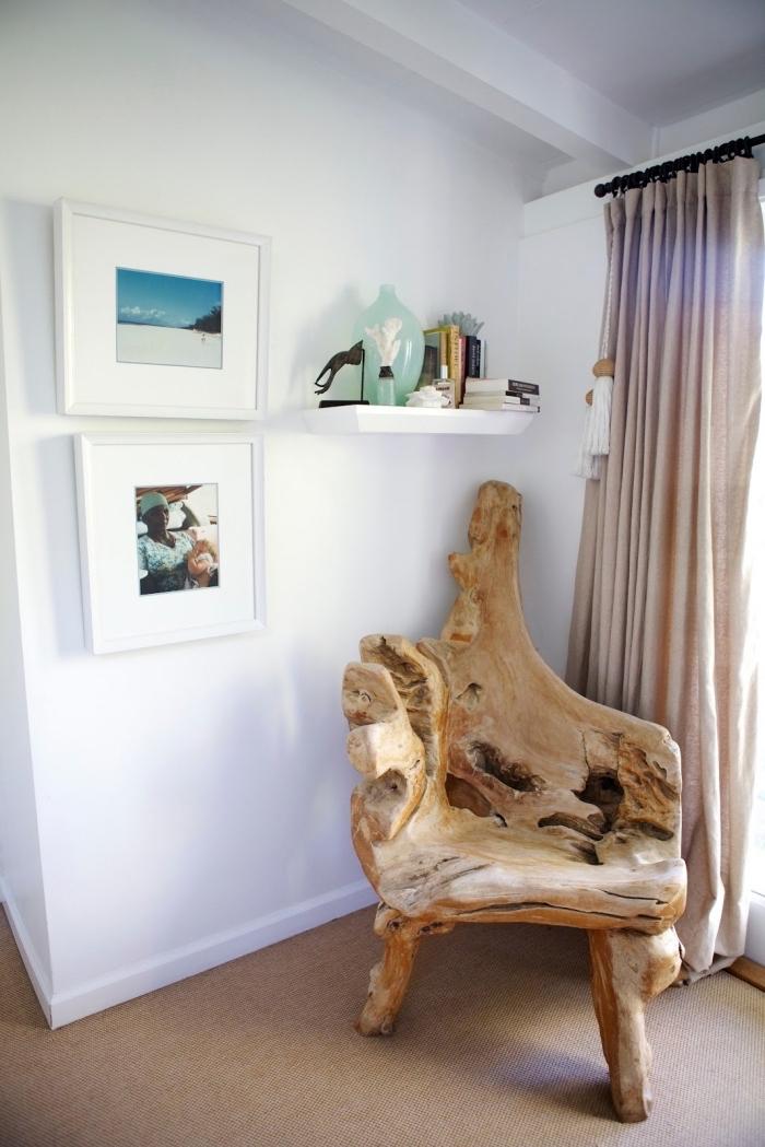 idée meuble bois flotté avec un fauteuil en bois brut, décoration d'esprit marin avec photos paysage océan à cadre blanc