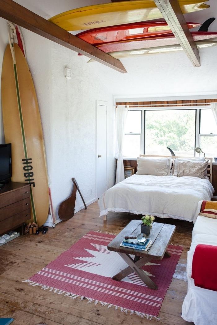 comment aménager une chambre à coucher dans l'esprit plage, idée intérieur sur thème surf, exemple décoration marine