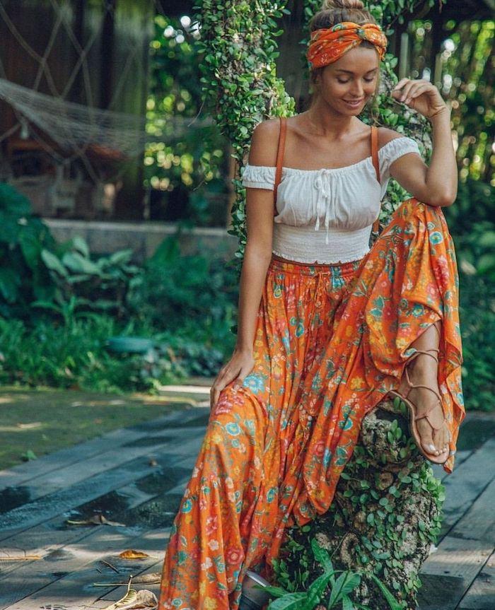 Deux pièces robe avec jupe orange fleurie et top épaules dénudées, robe dentelle boheme, robe longue été, mode printemps été 2019