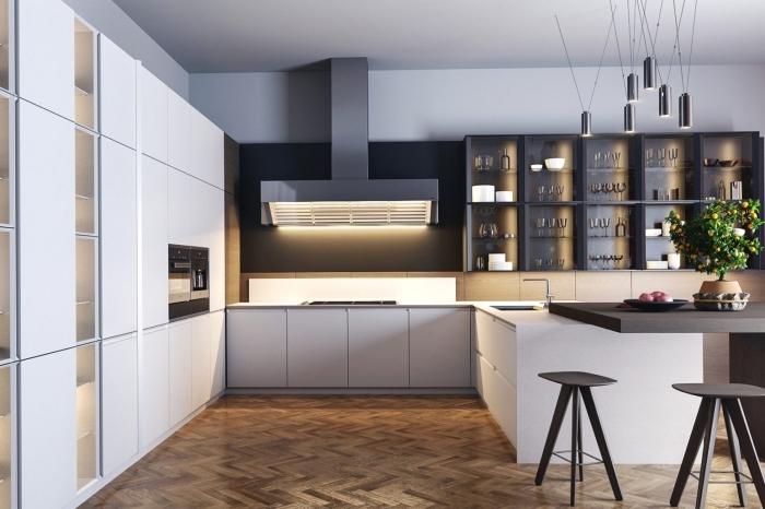 quelles couleurs combiner dans une cuisine spacieuse moderne, implantation cuisine forme U ouverte avec îlot bar