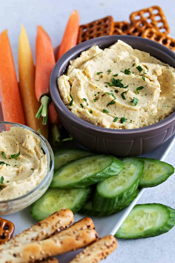 recette facile de dip de fromage avec un accompagnement de crustacés et bretzels apéritif, recette apéro dînatoire facile sans cuisson