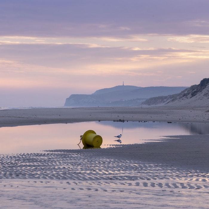 Escalles plage en France, paysage mer, paysage magnifique, les plus beaux paysages du monde, coucher de soleil violet et rose