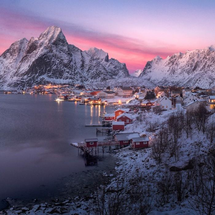 Norway beauté enneigé, les plus beaux paysages du monde, paysage campagne, la beauté du notre monde, maisons rouges, coucher de soleil