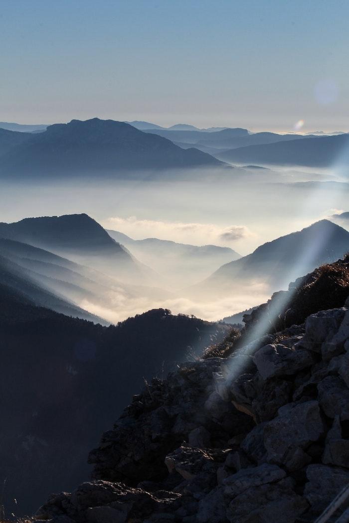 Le montagne qui ressemble à un mer avec ses ondes, sommets aux nuages, france paysage, le plus beau pays du monde, nature beauté, endroit paradisiaque