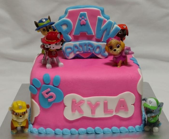 gâteau rose et bleu, logo pat patrouille, figurines pat patrouille, gateau deco pat patrouille, pattes de chien, gâteau de fille