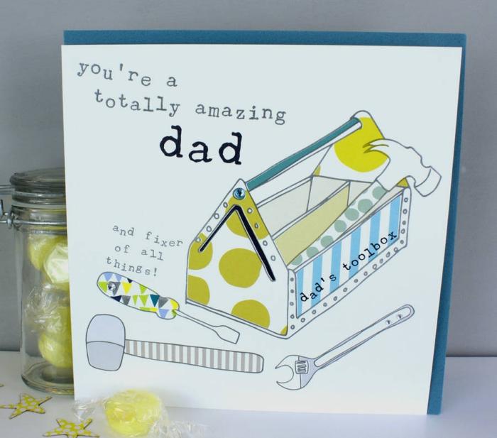 idée carte fête des pères à fabriquer, diy carte avec illustration imprimée sur le thème outils, carte fête pères fait main
