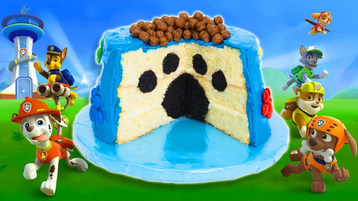 modèle de gâteau avec une patte à l'intérieur du gâteau, anniversaire deco pat patrouille