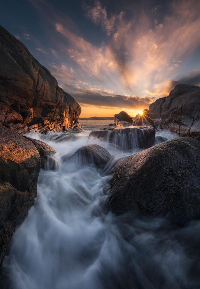 Magnifique photo au coucher de soleil au bord de la mer, paysage de reve, les plus beaux pays du monde avec la meilleure nature