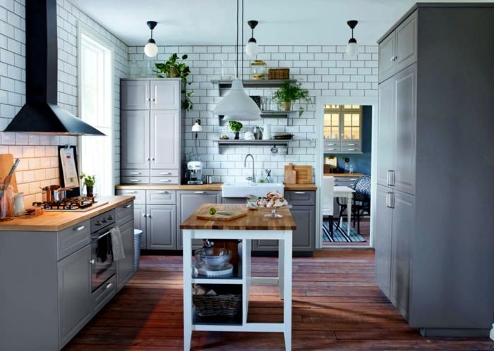 carrelage mural blanc, sol en bois, ilot de cuisine bois et blanc, équipement de cuisine scandinave